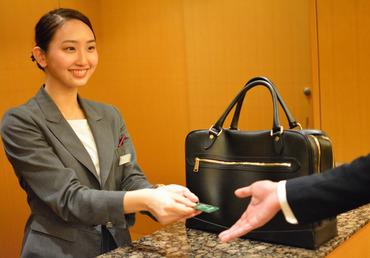【バンケットクローク】\あこがれのホテル業界へようこそ/有名ホテルのクロークで荷物のお預かりなど…就職活動にも役立つとスタッフから好評◎