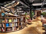 オフィスはカフェのようなおしゃれな空間♪髪・服自由♪遊び心ある、自由度の高い社風も自慢の一つです!