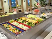 彩り豊か*セルフサービスのカフェテリア♪日替わりはモチロン、旬の食材を使ったイベントメニューなどバラエティに富んでいます