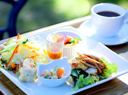 今年4月OPEN予定のカフェでSTAFF大募集中です!緑とお花に囲まれた素敵な職場で働きませんか?