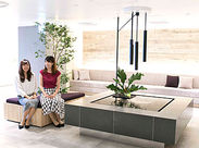 リニューアルしたての綺麗なオフィス★休憩はオシャレなカフェスペースで◎ 入社時には「水素美人」のサプリをプレゼント♪