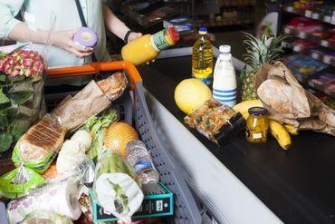 まだ食べられる商品をお値打ち価格で◎ レジや商品の陳列など、 1度は見たことのあるお仕事です♪ ※写真はイメージです