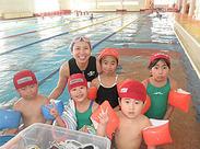 \子どもの笑顔がいっぱい♪/プールを楽しむ子どもや、「できた!」を喜ぶ子どもなど、色々な子どもの笑顔に出会えます◎