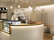 自宅のようにくつろげる、 白を基調にしたニュートラルな空間が 魅力のカフェ♪ NEW STAFFを募集します!