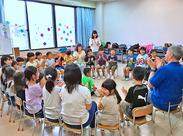 こちらは、YMCAの活動で子どもたちと一緒にレクリエーションをしているところ◎部屋中に子どもたちの笑い声が響きわたります♪*