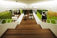 とってもオシャレでキレイなオフィス☆ 気さくな社員さんばかりで楽しく働ける♪ ご飯食べに行く?なんて誘われることも!