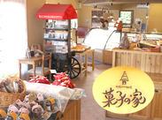 木製のインテリアがかわいらしい店内には、常にお菓子のステキな香りがただよっています♪いるだけで幸せな気分に!