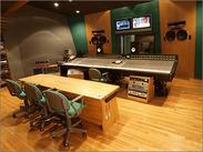 レコーディングスタジオのスタッフ大募集!明るい対応ができる方、大歓迎★少人数でアットホームなオフィスです◎
