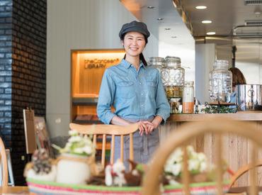 【カフェスタッフ】・:*★フレッシュな仲間を募集中★*:・アットホームなCafeで正社員に♪インテリアにこだわった心地よい空間です。