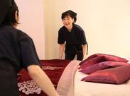 ベッドメイキングなど、作業はすべて2人体制で行います☆ 先輩と一緒なので、安心してスタートできますよ◎