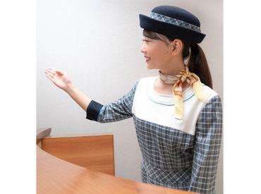 ↑オシャレな制服は大人気★和気あいあいとした雰囲気で、チームワーク・STAFFの仲も◎気配りができるメンバーばかりですよ♪