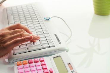 ≪カンタン!≫FAXの書類画像とPCの文字情報を見比べて校正する作業です!コレだけで時給1600円~稼げます◎