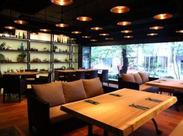 リゾート空間を演出しているモンスーンカフェ。 人気のエスニック料理がまかないで食べられるかも!?