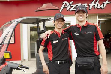 【デリバリー】バイトデビューは…働きやすい【Pizza Hut】で♪週1日~予定に合わせてシフト組み◎\運転初心者OK/先輩が1対1で教えます!