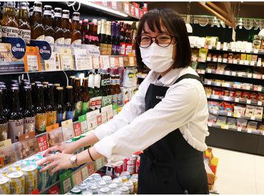まずは商品の陳列から一緒に覚えましょう♪ 普通のスーパーにはない珍しい商品も多いので、見ているだけで楽しめます☆