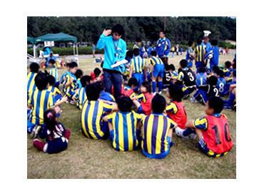 【サッカー教室の指導STAFF】子どもと一緒にわいわい★楽しく♪スポーツ好き必見!!子どもの成長とともに「自分も成長」できますよ!!