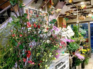 【フラワーショップStaff】店舗での販売や、配送・設置をお願いします♪『どんなお花があるのか』『きれいな見せ方』などなど、一から丁寧に教えます◎