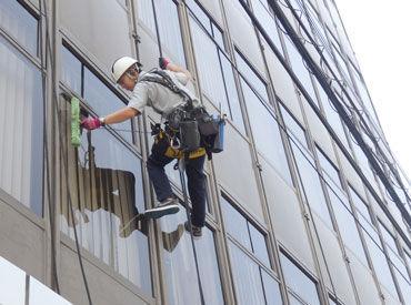 【窓清掃】<<経験・資格一切不問>>ビルの窓をキレイにお掃除★ベテランスタッフが安全管理第一にお仕事をフォローしていきます!