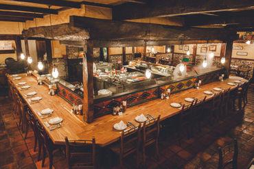 中世ヨーロッパのレストランをイメージした店内★細部までこだわり抜いたインテリアはスタッフも驚きです!
