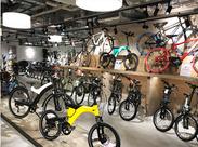 国内外の最新自転車が揃うお店は内装もオシャレ♪自転車の知識がなくても大丈夫!周りのメンバーと一緒にゆっくり覚えていこう☆