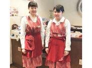 *学生さんから主婦さんまで活躍中* 昔ながらの落ち着いたお店で働こう♪ ⇒オシャレで個性的な制服に気分もUP!