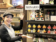 """海外の観光客も多数♪語学力を活かしたい方にもピッタリ◎まずは""""味見""""して商品を覚えることから始めましょう!"""