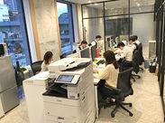 """こだわりの""""オシャレ空間""""が自慢のフリースペース★ 10月オープンの新しいオフィスなので 快適に気持ちよく働けますよ♪"""