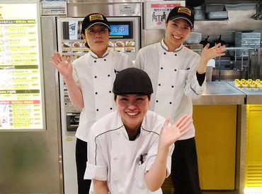 食洗機へのコップのセット、カウンターでの料理渡しetc.どなたでも1日で覚えられるお仕事ばかり!!