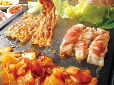 """★""""本場""""を感じてもらうため… 食材はもちろんのこと、 料理にかかわる物品諸々を、 韓国から数多く取り寄せています!"""