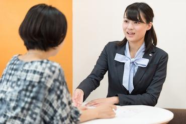 【カウンター接客】未経験から始めた新人さんも今ではすっかり『売れっ子』に!?♪丁寧な研修・OJTで、お仕事の流れを\手とり足取り/教えます♪