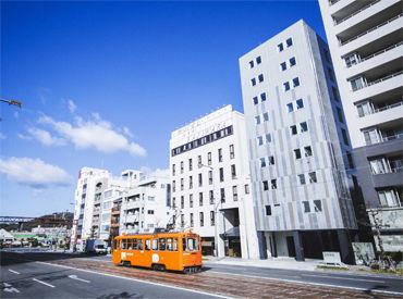 ◆松山駅から徒歩2分◆ 駅を出てまっすぐ進めば…もう到着♪ アクセスが良いから通いやすい◎ 車通勤はご相談ください♪