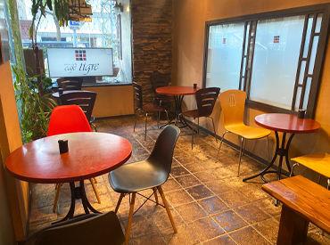 ユーキホテル1階にある【カフェ・ティグレ】 レトロ感もある内装の店内は、静かでゆったり寛げる空間です♪