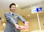 「空港」と呼ばれる入退場口にて、お客様のスムーズな入退場対応(ご予約確認・チケット購入対応・入場誘導)をお願いします。