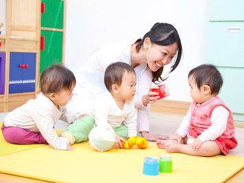 かわいい子どもたちと触れ合える楽しい職場♪♪ ※写真はイメージ
