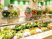 ≪フレッシュグリーンを基調としたオシャレな店内≫旬の食材を使用したオーガニックデリが大人気★美味しく体の中から健康に♪