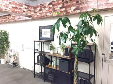 新大阪駅から徒歩3分♪ 近くに飲食店もある、便利なオフィスビル内でのお仕事です! <交通費支給>でムダな出費もありません◎