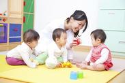 子どもと遊んだり、お勉強したり楽しい職場で働きませんか? ※イメージ