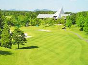 青い空と、開放感あふれるゴルフ場♪出勤すると、心も体もリフレッシュできるとスタッフからも好評◎*