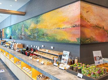 """博多の魅力を堪能していただくレストラン! 地元食材をふんだんに使った郷土料理や 屋台料理を""""伝統工芸品""""でご提供‥♪"""