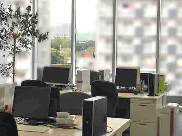 キレイで広いオフィスで快適にオシゴトできる環境です。文字入力などのカンタンなPCスキルさえあればOK!専門的な知識は不要♪