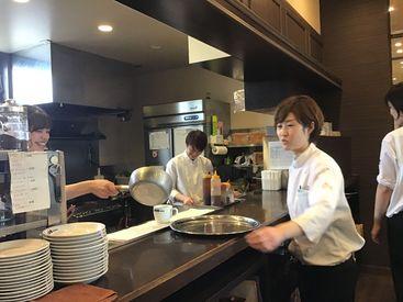 10~50代のスタッフさんが活躍中♪みんな仲が良く、お休みの日に遊びに行ったり、名古屋まで研修にいくこともあるんです◎