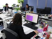 とってもキレイなオフィスです◎ BGMの流れる、ゆったりとした雰囲気の中でお仕事できますよ★ マイカーでのサクッと通勤もOK!