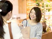 最近話題のオーガニックコスメ♪ご来店された方に商品の良さをご紹介します◎コスメの販売経験がある方にもおすすめ☆