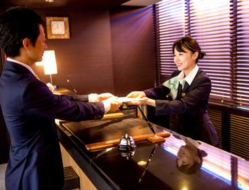 【フロントSTAFF】\複数駅からアクセス可能★通いやすさ◎/シンプルなホテルだから覚えることが少ない♪和やかな落ち着いた雰囲気のホテル☆