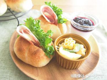 未経験大歓迎♪包装された給食用のパンを学校ごとに箱詰めしていくだけ♪コツコツ自分のペースで進められますよ◎
