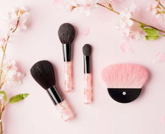 当店ではお化粧を楽しんでいただけるオリジナルの化粧筆を多数ご用意しています。