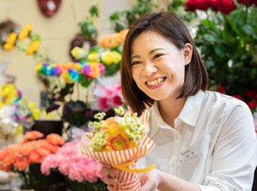 ≪5/1~5/10まで≫母の日の短期STAFF大募集♪ この機会にお花屋さんで働きませんか◎毎年、学生さんが大活躍のオシゴト★