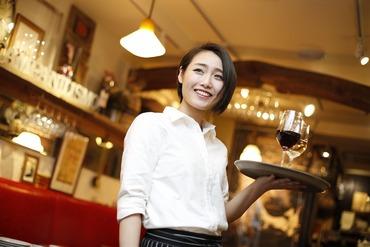 【カフェバー】--≪カフェ≫ × ≪バー≫の融合--『お仕事はやりがいを持って働きたい』そんな方にオススメのお仕事です。