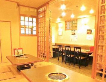 広々キレイな焼肉屋さん◎ 立川で長く愛されているお店♪ お客様は落ち着いた方が多いので、 未経験でも安心して接客できます!