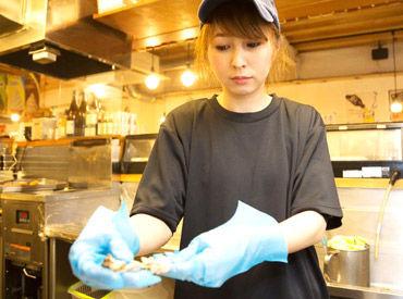 «串カツ田中の仕込みSTAFF» 仕込みといっても、食材を切ったり串をさすだけ!難しい工程は一切なし♪